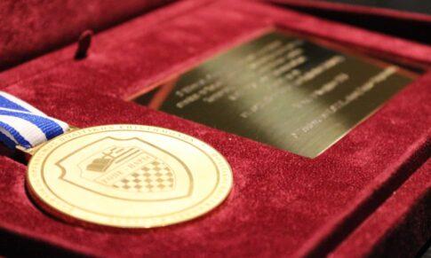 Χρυσό Μετάλλιο ΕΟΠΕ Διακεκριμένης Προσωπικότητας